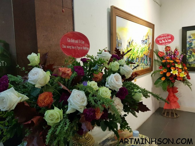 Many baskets of fresh flowers were congratulated by relatives and friends to painter Nguyen Minh Son.